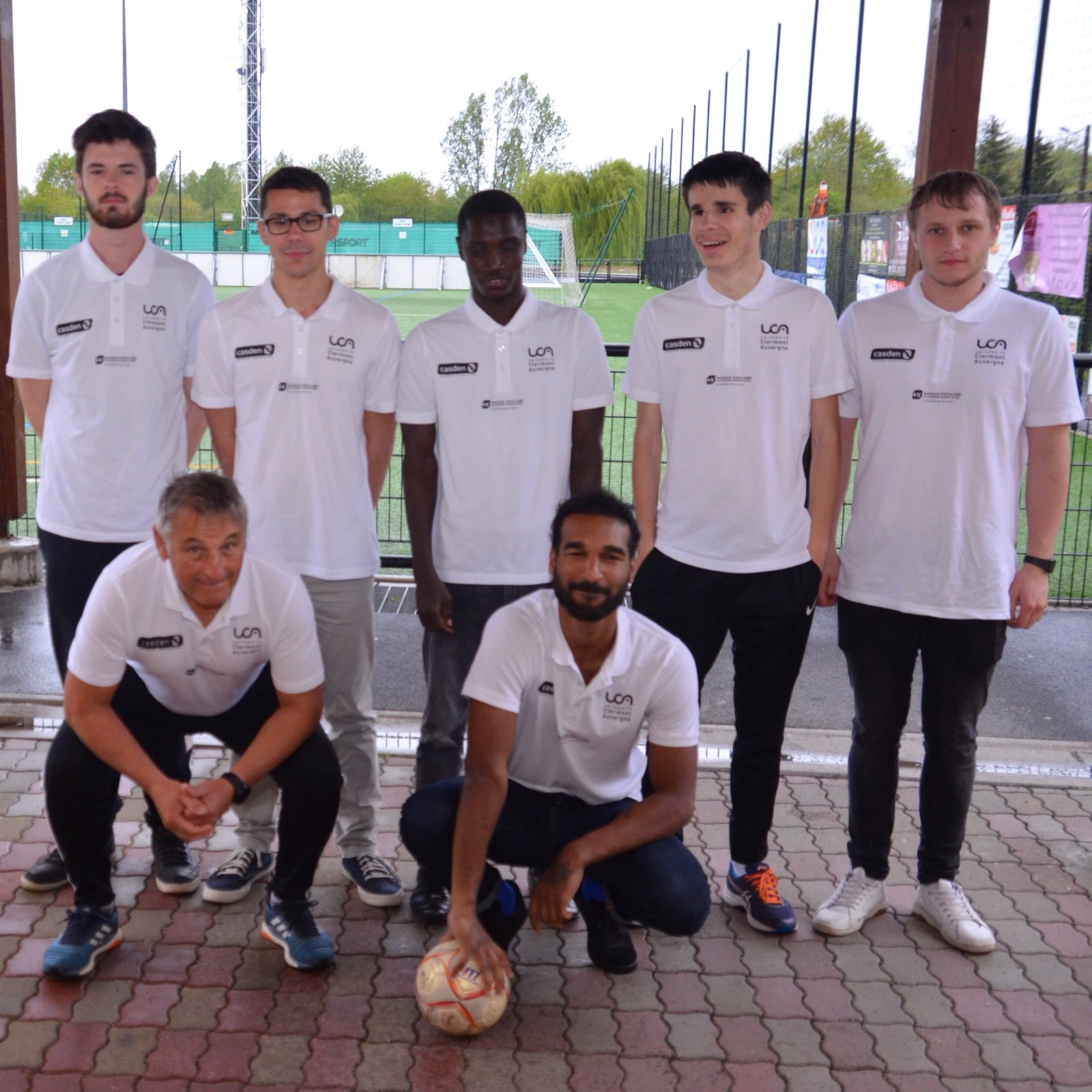 Équipe de cécifoot UCA : Brandan Wittbaard, Paul Moreau, Ousmane Lô, Théo Liffaud, Antoine Bourachot,  Bruno Scherrer (entraîneur), Dilane Dhampattiah